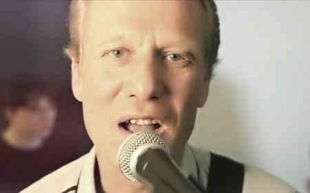 смотреть видеоклипы с участием российского певца